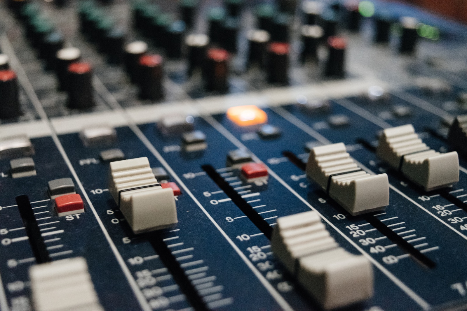 Tisa Frelih Live Sound